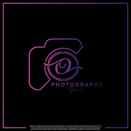 Letra inicial de lujo moderno O con cámara. Plantilla de lujo simple de fotografía de logotipo. Logos
