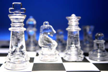 analog�a: Piezas de ajedrez de vidrio  Foto de archivo