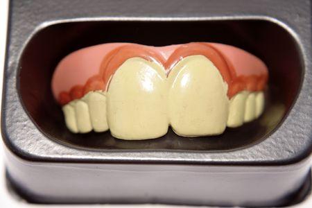 kokhalzen: Plastic gag tanden