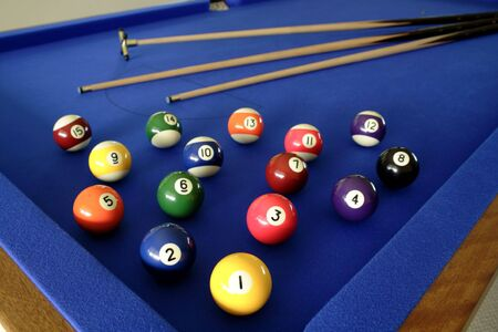 snooker cues: Pool balls and cues on table Stock Photo