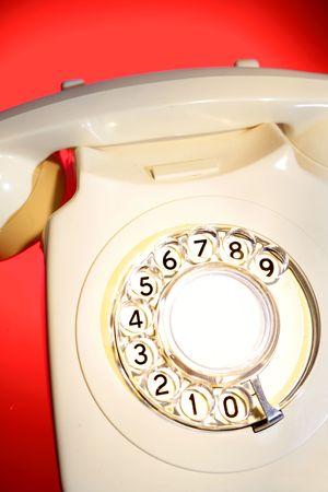 rotary dial telephone: Tel�fono de l�nea de Rotary en rojo
