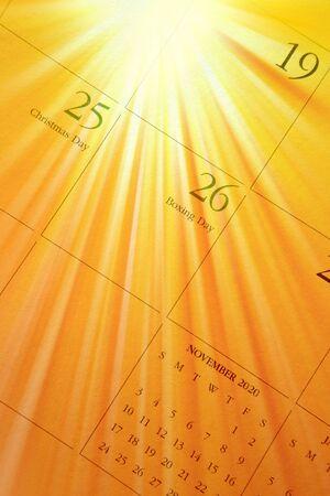 december calendar: Miscelazione calendario dicembre con raggio luminoso di luce. Archivio Fotografico