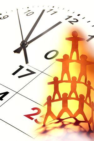 piramide humana: Rostro humano de pir�mide y reloj. Idea de negocio.