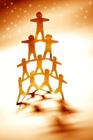 together concept: Pir�mide de equipo humano y las estrellas. Foto de archivo