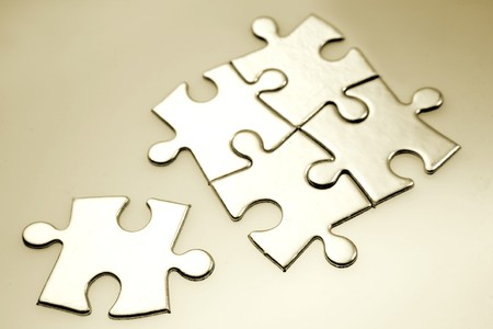five objects: Pezzi di jigsaw puzzle
