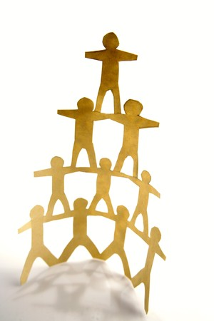 piramide humana: Pir�mide humana de equipo de cadena de papel