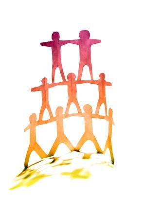 piramide humana: Pir�mide humana en fondo liso
