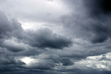 temp�te: Ciel sombre nuages mena�ants Banque d'images