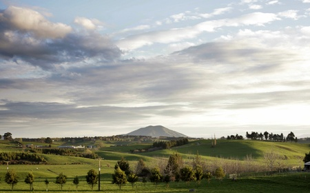 Rolling farmland and sky, New Zealand Stock Photo - 10566949