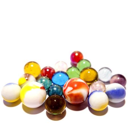 marbles: Primer plano de canicas sobre un fondo liso