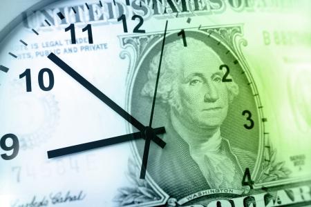 時計と紙幣。時間はお金の概念