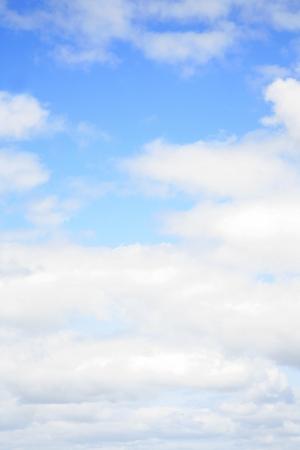 sky clouds: Las nubes en un cielo azul Foto de archivo