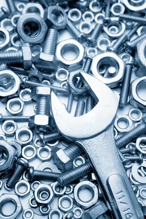 tuercas y tornillos: Llave de tuercas y tornillos