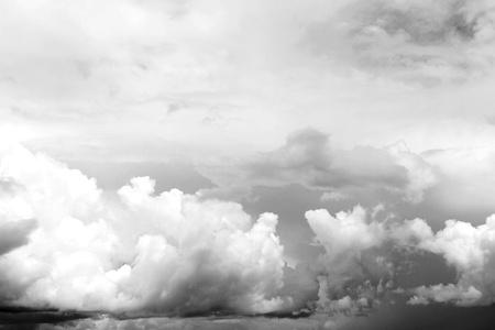 uğursuz: Dark ominous clouds. Dramatic sky