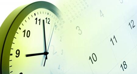 cronogramas: Reloj de la cara y el compuesto del calendario Foto de archivo