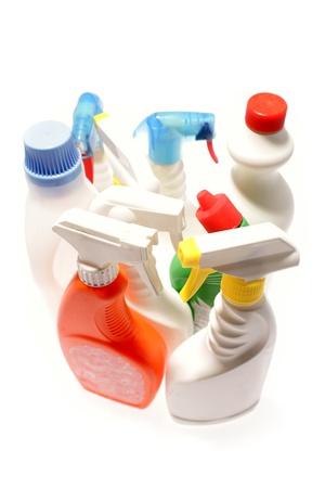 productos quimicos: Limpieza de las botellas en el fondo plano Foto de archivo