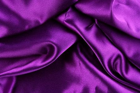 purple silk: Primer plano de la tela de seda color p�rpura