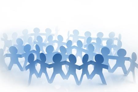 foule mains: Les gens de poup�es de papier tenant par la main Banque d'images