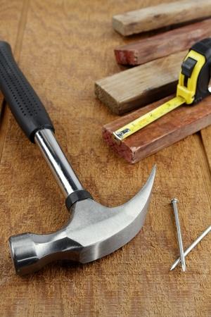Diversas herramientas de trabajo en la superficie de madera Foto de archivo - 13784513