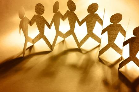 companionship: Grupo de personas de la mano