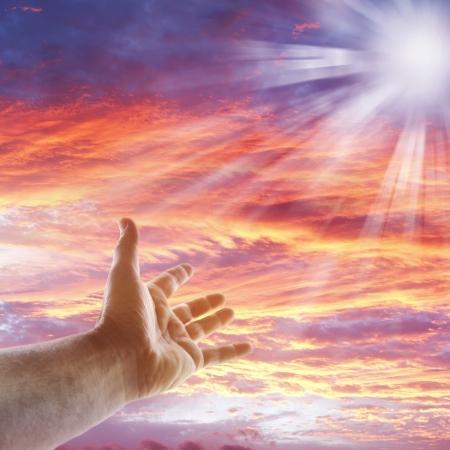 mano de dios: Mano que alcanza para el cielo Foto de archivo