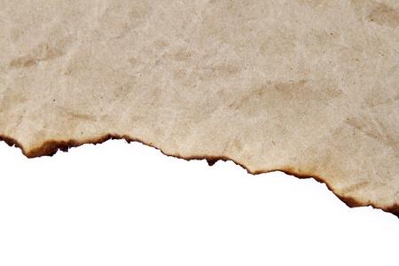 Burnt bord de papier sur fond uni
