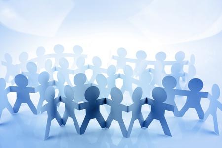 companionship: Multitud de gente de cadena de papel