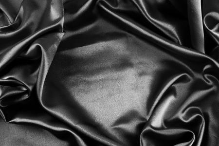 black satin: Primer plano de la tela de seda negro ondulado