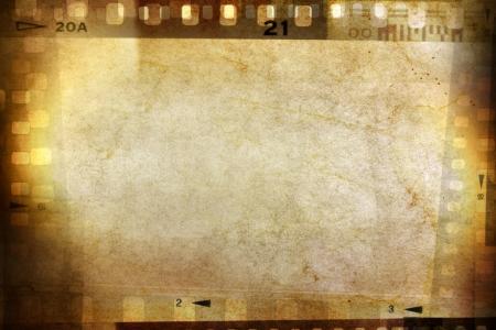 cinta pelicula: Negativo de la pel�cula marcos en fondo del grunge