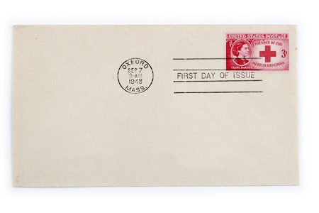 rood kruis: Rode Kruis stempel op oude envelop. Eerste dag uitgifte. 1948 Redactioneel