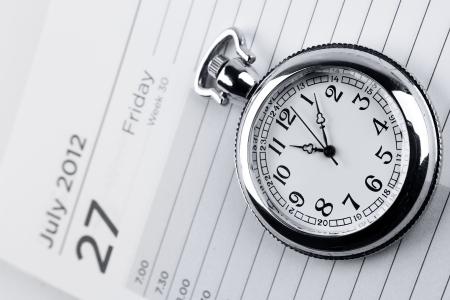 gestion del tiempo: Reloj de bolsillo en la p�gina diario