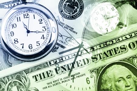 economia: Los relojes y dinero en efectivo. El tiempo es dinero concepto