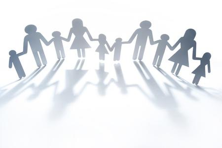 familias unidas: Papel de la familia muñeca de la mano. Copiar el espacio