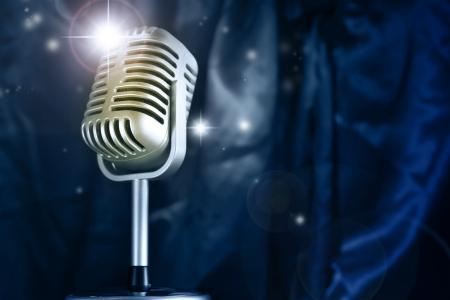 microfono antiguo: Retro micrófono y de las estrellas