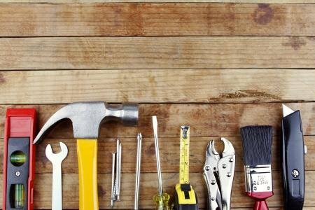 ferragens: Ferramentas de trabalho Assorted em madeira Imagens