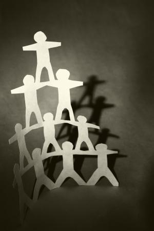 piramide humana: Equipo concepto de apoyo, pir�mide humana