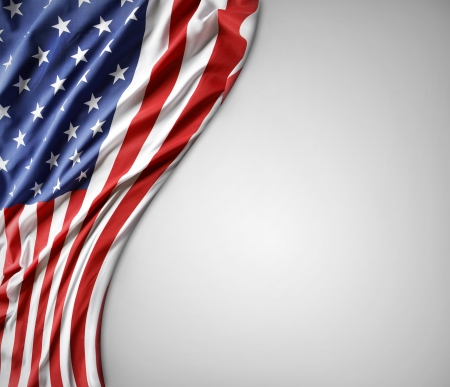 united  states of america: Primo piano della bandiera americana su sfondo chiaro