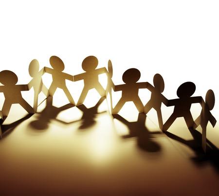 Quipe de personnes de poupée de papier tenant par la main Banque d'images - 23896049