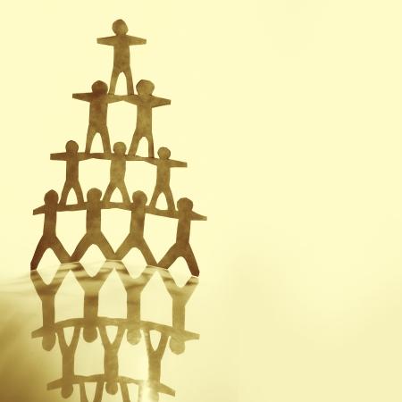 piramide humana: Pirámide Equipo Humano en marrón