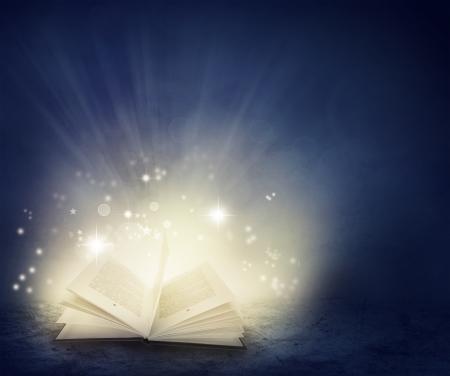 Open boek en magisch Stockfoto
