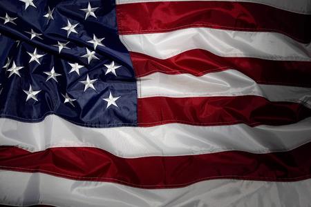 波立たせられたアメリカの国旗のクローズ アップ