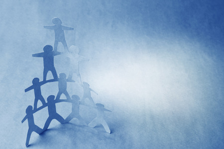 piramide humana: Equipo de personas mu�eca de papel, pir�mide humana