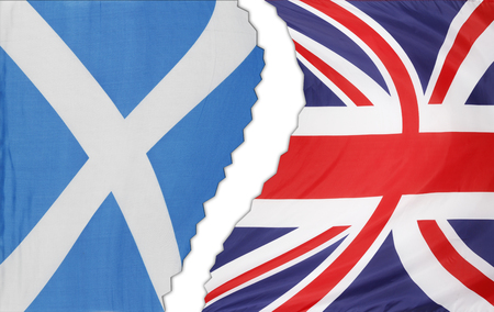 scottish flag: Scozia e British bandiere a parte Archivio Fotografico
