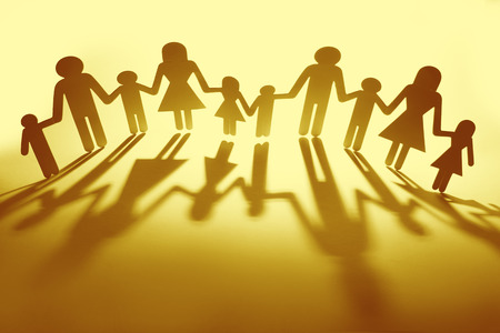 Family paper chain cutout holding hands Banco de Imagens