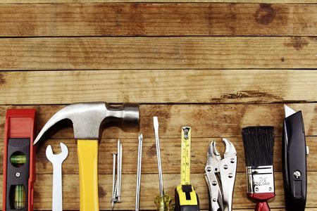 construction tools: Primer plano de una variedad de herramientas de trabajo en madera