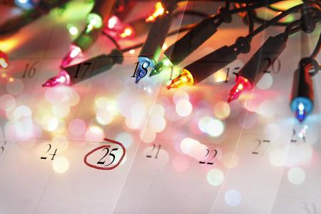 december calendar: Luci di Natale e calendario dicembre Archivio Fotografico