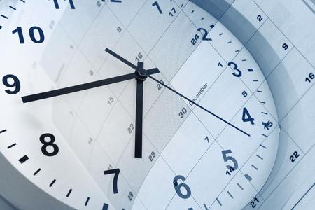 時計の文字盤とカレンダーの複合