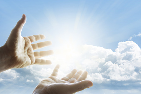 하늘에 도달 손