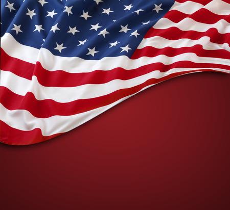 banderas america: Bandera americana en el fondo rojo