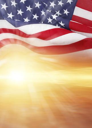 banderas america: Bandera americana y cielo brillante